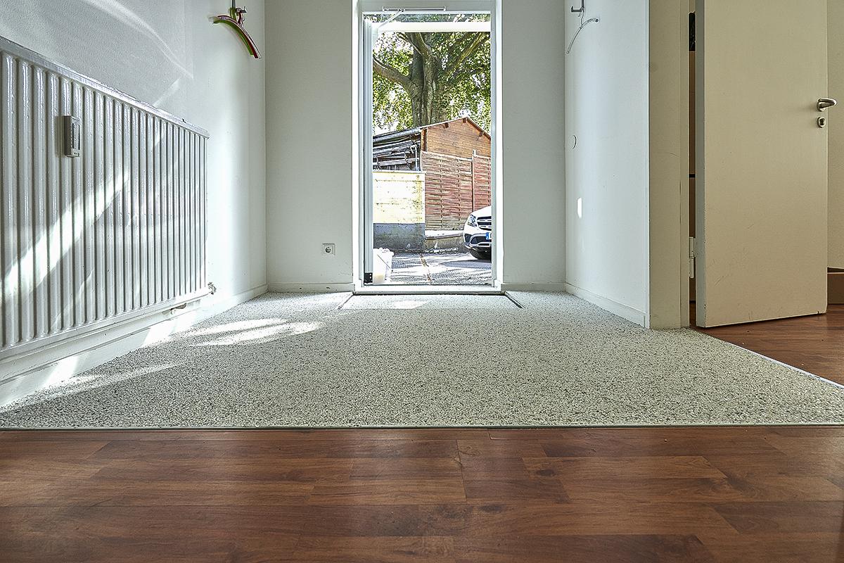 Eine dauerhafte, schöne und pflegeleichte Lösung für einen Bodenbelag. Einfach zu reinigen und dauerhaft schön.
