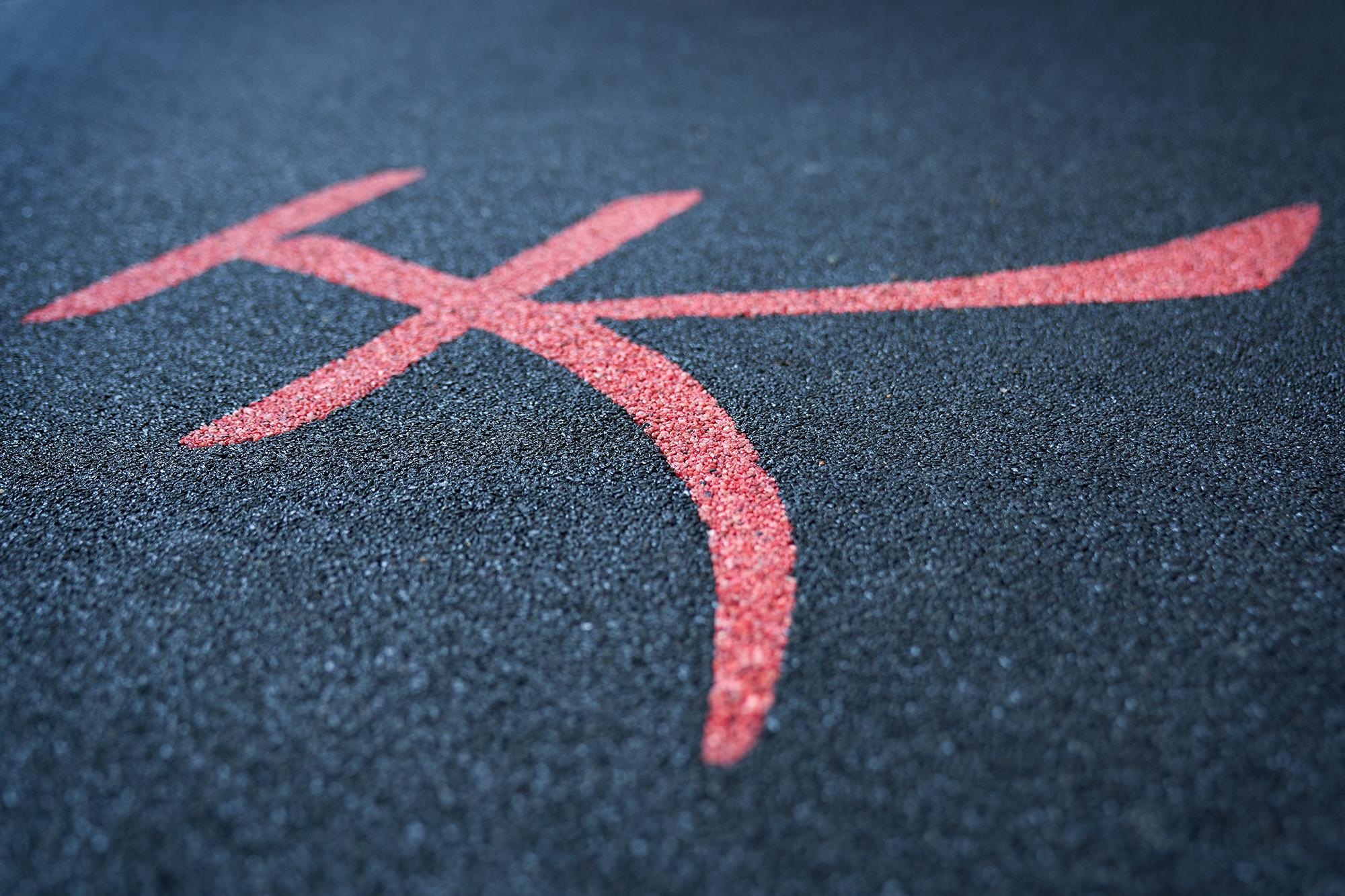 Unendliche Gestaltungsmöglichkeiten in Steinteppich. Alle möglichen Formen sind möglich. Hier ein chinesisches Schriftzeichen.